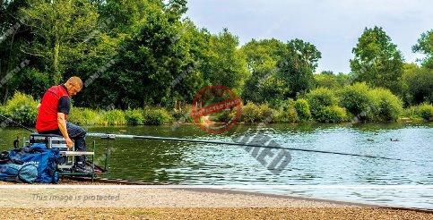 Angler beim Stippen mit einer Kopfrute